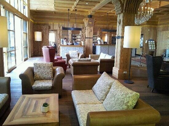 Hotel Adler Dolomiti Spa & Sport Resort : reception