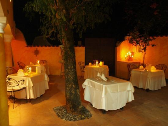 La Villa Mahana: Romance