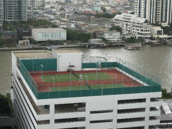 Centre Point Hotel Silom: Anyone for tennis?