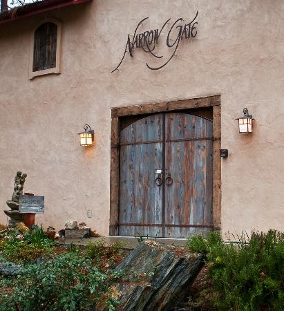 Placerville, Californien: Tasting Room Entrance Narrow Gate Winery