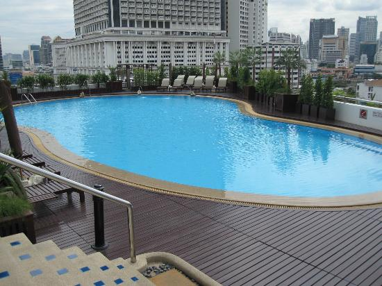 Centre Point Silom: Pool detail 04