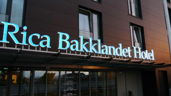 Scandic Bakklandet: Front of the Hotel by night