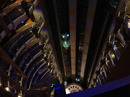 Leader Al Muna Kareem Hotel: Looking down from the 11th floor