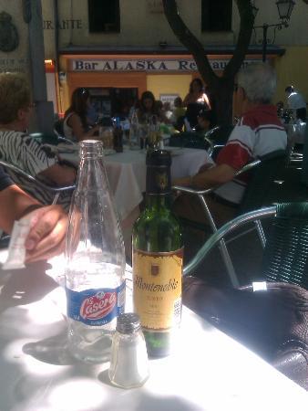 Restaurante Alaska: Lo de las botellas de cuarto para dos personas, nos llegó al alma