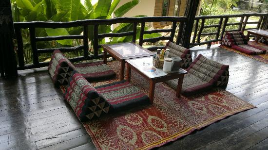Sunset Bungalows : Lounge Area on Decking