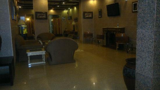 Jasmine Hotel Apartments: Lounge