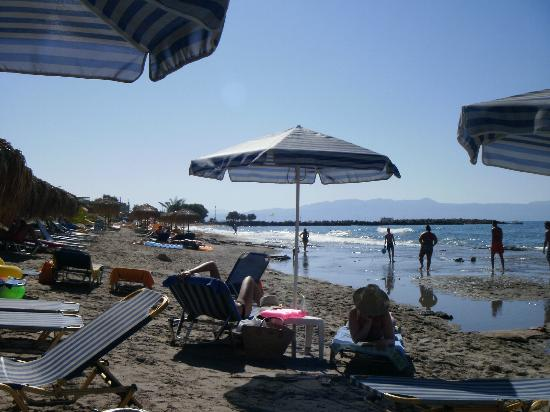 Ermis Suites: A sunny day at the beach