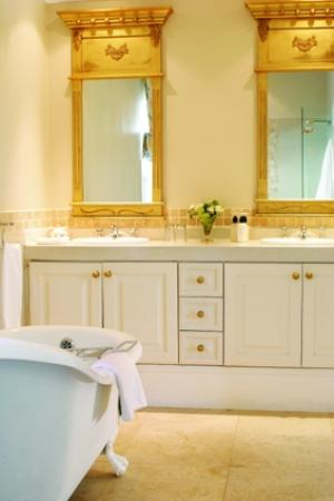 Highlands Country House: Luxury Bathroom