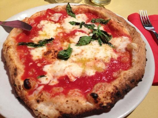 Fratelli La Bufala Priscilla: Pizza margherita DOP