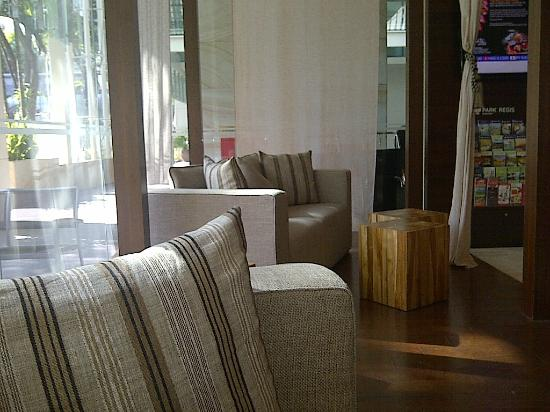 Park Regis Singapore: the alcove seating in the reception