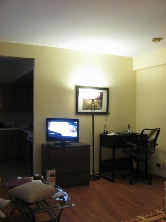 """Dewitt Hotel & Suites: TV/Computer """"corner"""""""