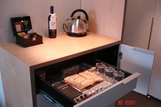 سينيك هوتل مارلبورو: Mini bare refreshment area 