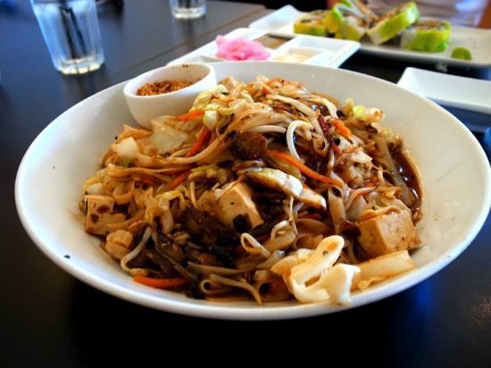 Japanika: Pad Thai Tofu.