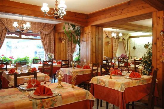 Hôtel du Crêt Rond : Salle de restaurant