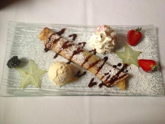 Restaurant Steakhaus Zur Burg: chocolate crêpe with nutella and vanilla ice cream