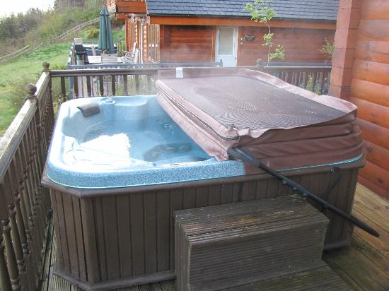 Lodges on Loch Ness: oops, never took a picture of the jacuzzi, so a quick one on departure
