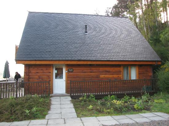 Lodges on Loch Ness: side entrance