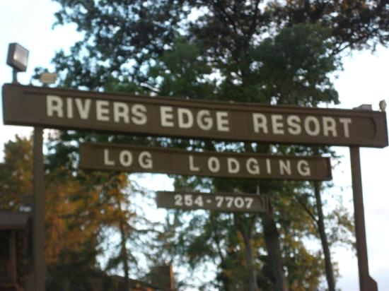 Rivers Edge Resort and Motel: sign to the resort