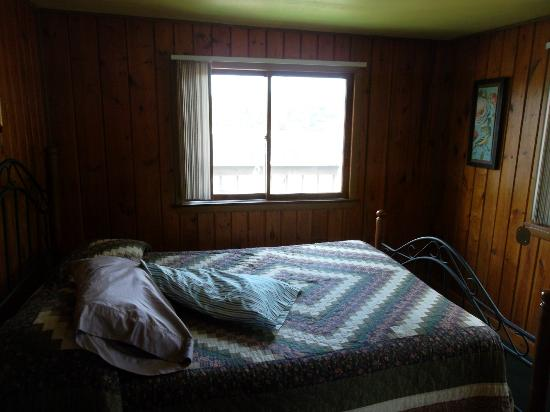 Rivers Edge Resort and Motel: Bedroom