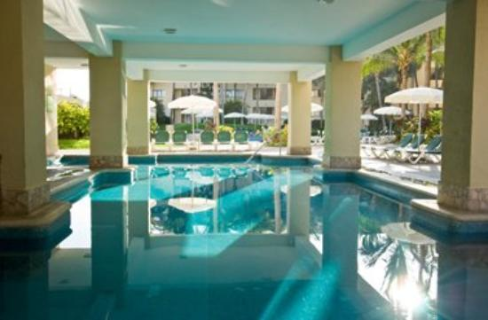 Ocean Breeze Hotel: Pool