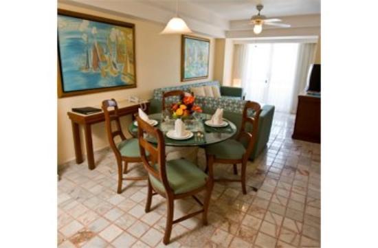 Ocean Breeze Hotel: Guest Room