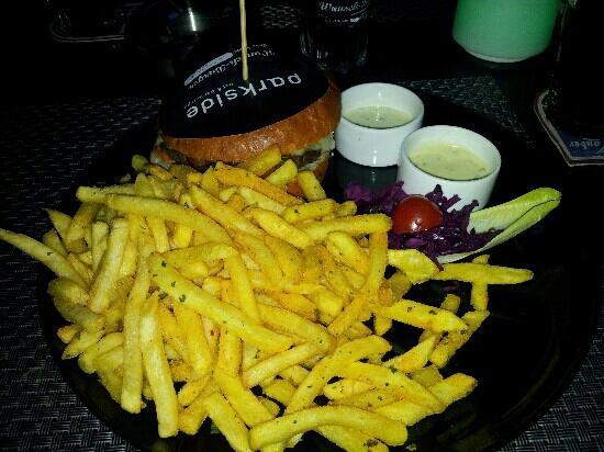 Parkside eat&bar lounge: Burger