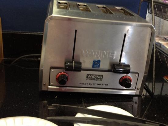 Fairfield Inn & Suites Columbia: legs broken on toaster