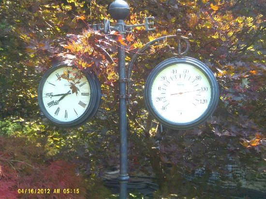 Twin Pine Manor Bed & Breakfast: As you can see we were there duing the heat wave but the dial on the left was not the right time