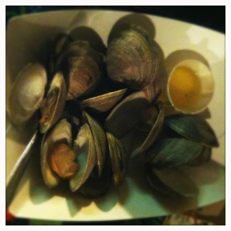 Smitty's Clam Bar: delicious steamers!