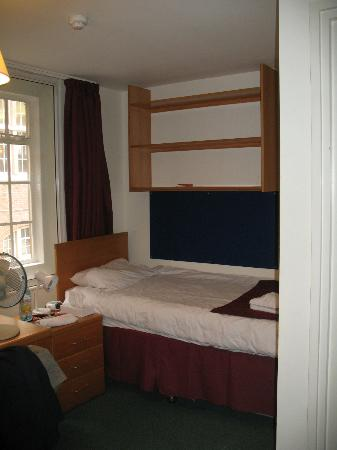 Imperial College Accommodation Princes Gardens : nice and comfy room