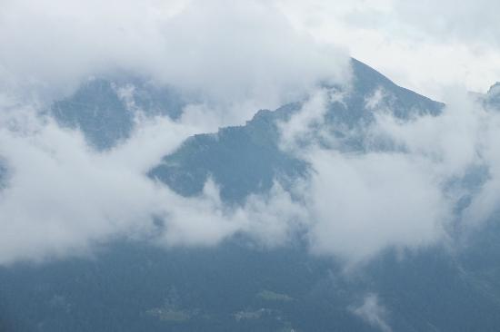 Pizzo del Frate: Clouds came and went, sometimes quite low in the valley