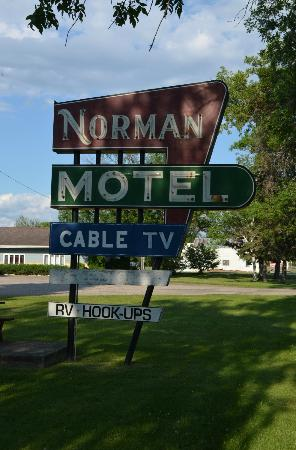 Ada, MN: Norman Motel sign
