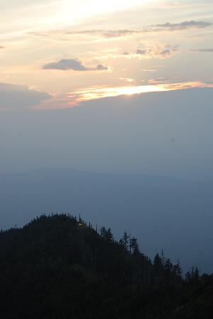 LeConte Lodge: Sunset at cliff top