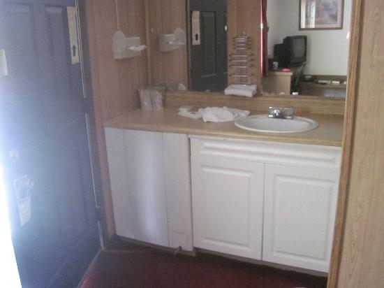 Mount Aire Motel: The sink in the room