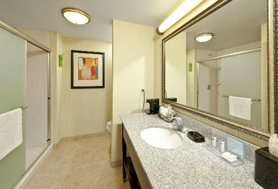 Hampton Inn Augusta: Spacious Showers, rich vanities and bright bathroom lights