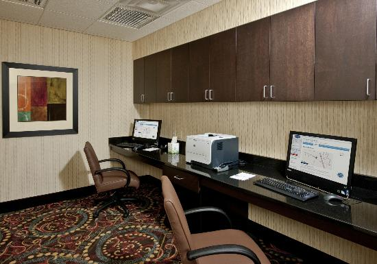 Hampton Inn Augusta: Quick access to email or print jobs in the business center