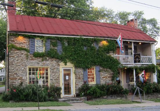 Bisou Bistro at The Canal House: Historic building is charming all the way around