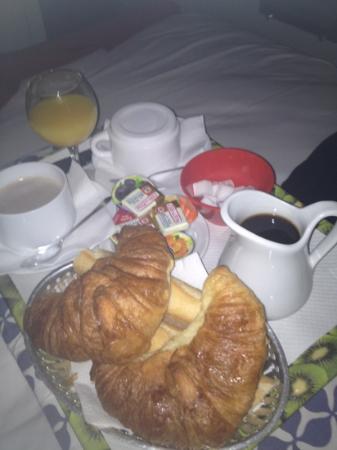 Azurene Royal Hotel: room service petit déj pour 2
