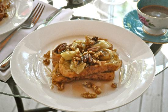 The Old Carriage House B&B: Banana Nut French Toast