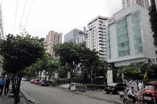 SilQ Bangkok Hotel: Vor dem Hotel