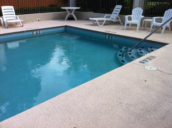 Quality Inn: pool area