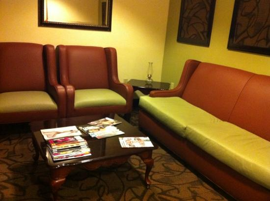 Quality Inn: cute seating near check-in