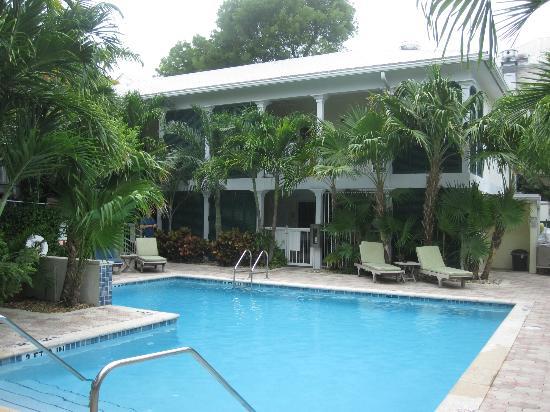 Almond Tree Inn: Pool Area