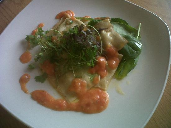 The Coach House Restaurant at Ravenstone Lodge: Five herbs & cheese Ravioli