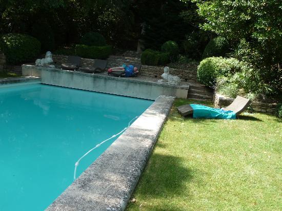L'Esperou : Une vue du jardin et de la piscine