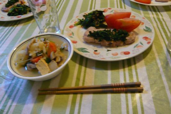 Monarch Bed & Breakfast: 自炊で作った晩御飯、こんなことも可能です