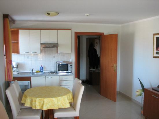 Cucina/sala da pranzo - Picture of Aparthotel Astoria, Seget ...