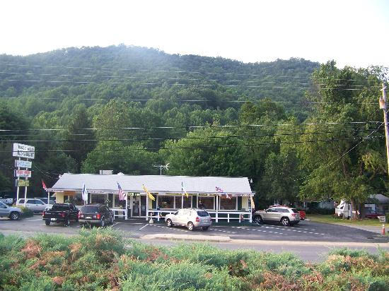 The Maggie Valley Restaurant: Stop here for good food and a pleasant visit!