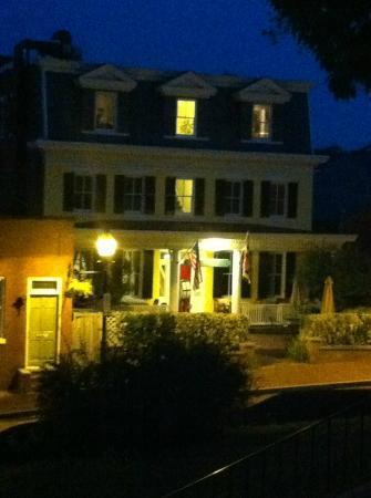 State House Inn - at night