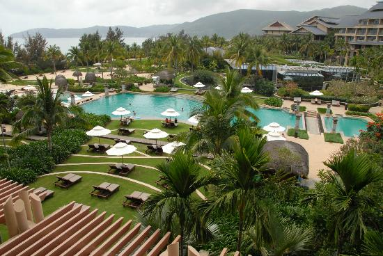 Hilton Sanya Yalong Bay Resort & Spa: Pool area